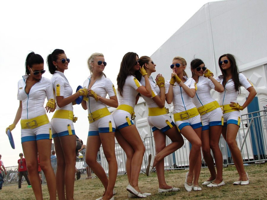 renault-duster-girls-photo-005