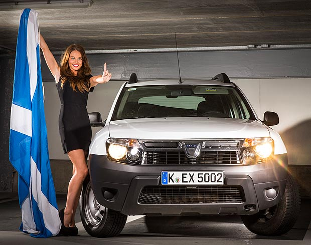 renault-duster-girls-photo-006