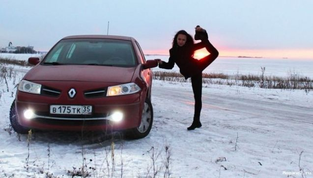 renault-duster-girls-photo-19