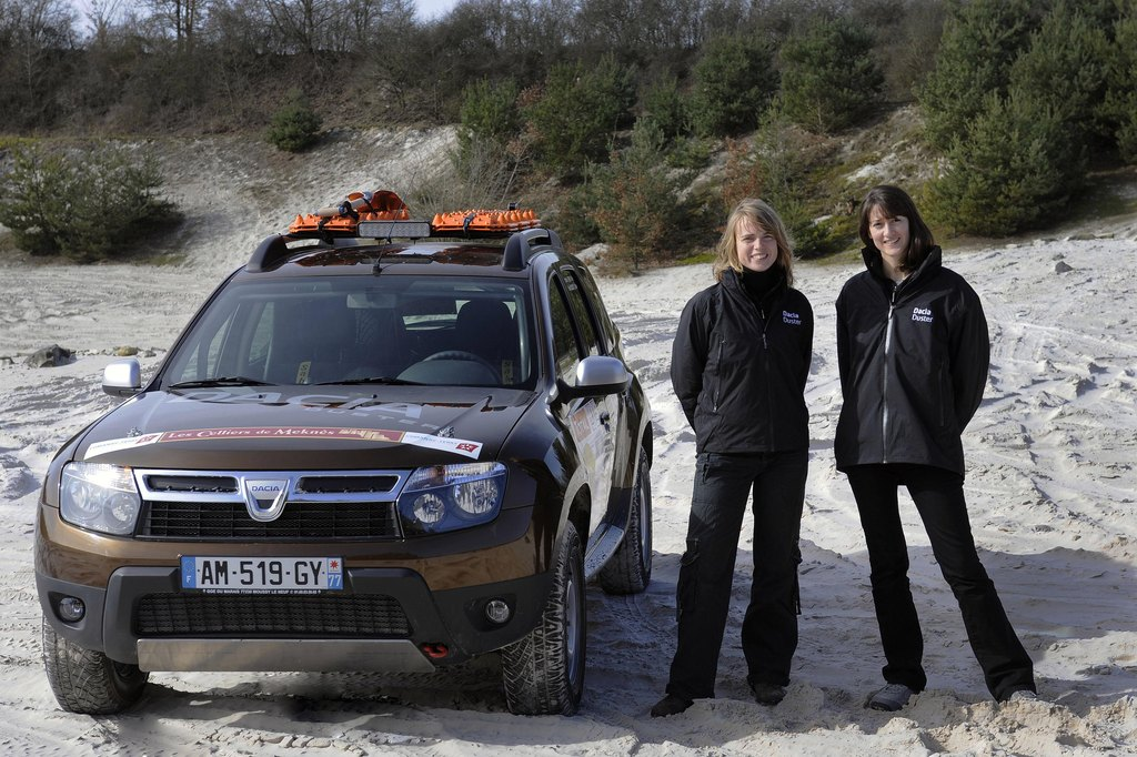 renault-duster-girls-photo-25