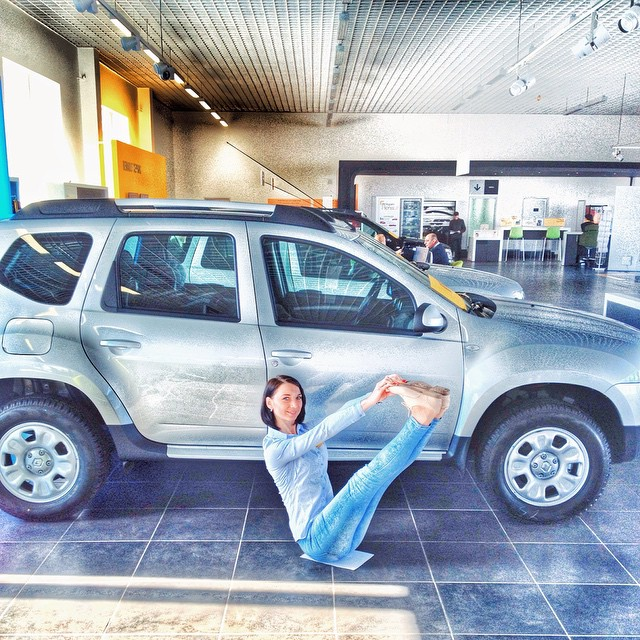 renault-duster-girls-photo-42