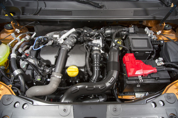 На фото двигатель Дастера