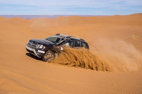 фото Дастер в песках